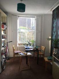 Huge Double Bedroom in Loft of 4-bed Townhouse - big green garden, 2 mins from Stepney Green tube