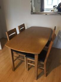 Curved wooden table 150x80cm with four chairs