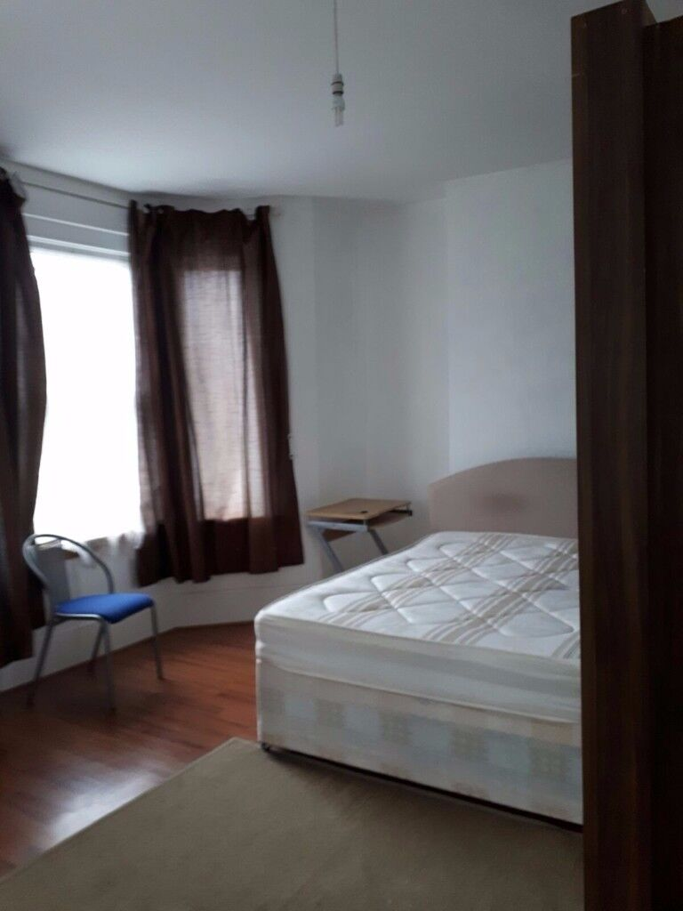 Very Large Double Bedroom in a Clean House share close to Tower Bridge, Elephant & Castle Tower Brid