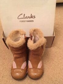 Clarks girls tan boots 4G