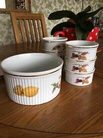 7 pieces of Royal Worcester tableware