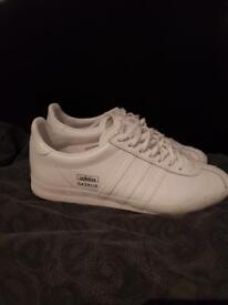 Addidas woman's trainers size 7 £40 Ono