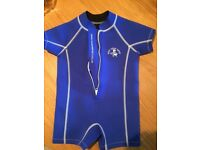 Kids short wetsuit approx age 3-5
