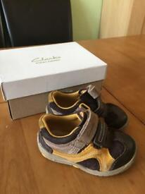 Clarks size 5g boys shoes
