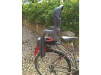 Child's seat and pannier for a bicycle.
