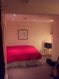 Dbl Room *CENTRAL HEADINGLEY**£325pm** INC ALL BILLS! ** Virgin HD in your room! **60Meg BB**