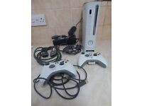 Xbox 360, 2 controllers, leads