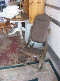 *RARE* ANTIQUE VINTAGE ROCKING CHAIR, OVAL LEATHER BACK PAD, MATCHING SEAT PAD. ORNATE. DELIVERY POS