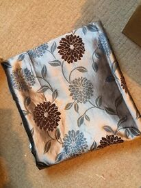 Curtains and x4 matching cushion covers