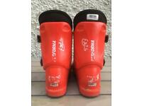 Salomon T3 kids ski boots UK 4