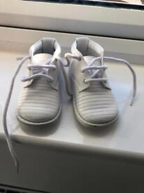 Infant white leather pex boots - size 20