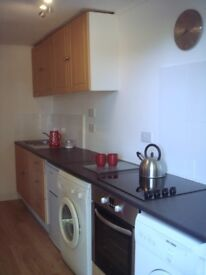 Furnished flat, recently renovated, close to local amenities and 100m from grocery shop.