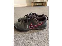Ladies black Nike trainers size 7 excellent condition