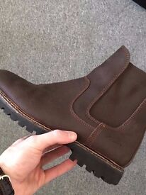 Chelsea Boots (practically new. Fits UK size 7 or 7.5)