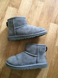 Girls size 12 ugg boots 100% genuine