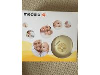 HARDLY USED MEDELA SINGLE ELECTRIC BREAST PUMP COMPLETE SET WITH ORIGINAL BOX/INSTRUCTION MANUAL ETC