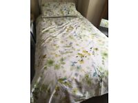 *Bargin* 2 single green Duvet covers and pillow cases