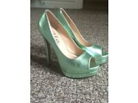NEVER WORN - size 5