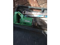 Reciprocating electric saw with extra blades