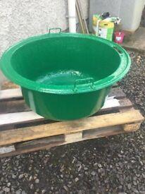Cast iron pot tub