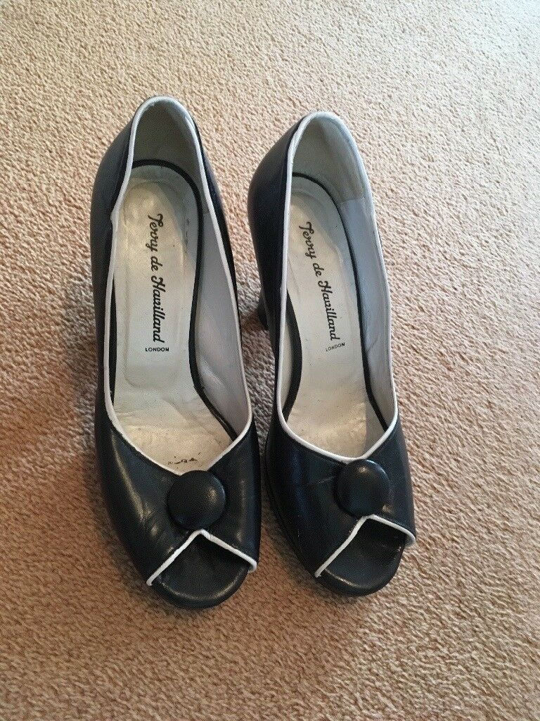 Designer Terry de Havilland Shoes (size 37)