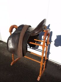 Leather saddle 17""