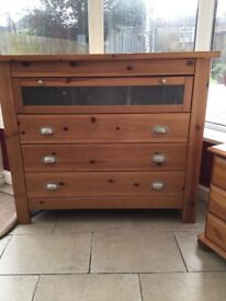 Solid pine 4 drawer chest of drawers