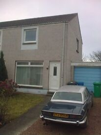 2 bed house in residential area for let - handy location, garage and easy gardens
