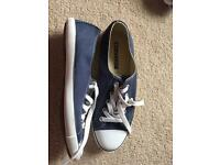 Converse dainty ox trainers size 4* reduced