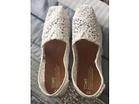 White lace Toms size 7
