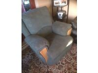 Double recliner 3 seater sofa and 2 reclining arm chairs vgc