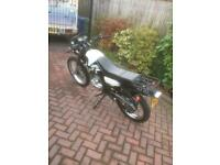 Large 125 cc only 600 miles from new