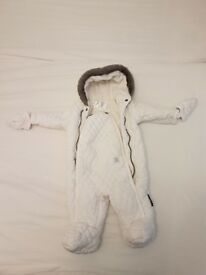 White and warm Snowsuit suits babies between 3-6 month in great condition