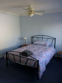 Large Studio, en-suite and Kitchenette to let Mon to Fri only