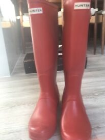 HUNTER original red long wellies size 5 good condition.