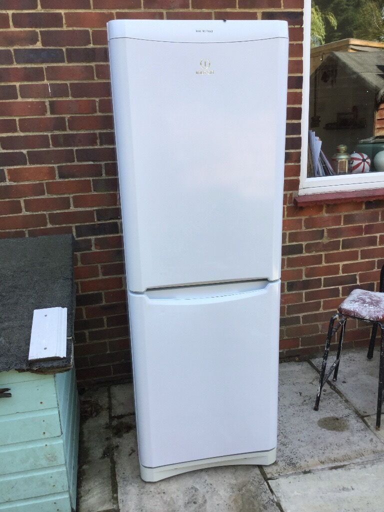 Indesit fridge feeezer