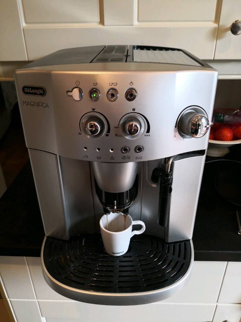 7caf787d8d9 DELONGHI MAGNIFICA ESAM 4200.S BEAN TO CUP COFFEE MACHINE COMPLETE WITH  STEAM.