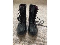 Atmosphere boots, size 5