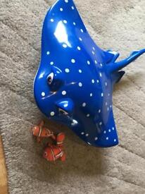 Finding Nemo large mr Ray fish with 2 nemo toys