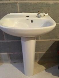Pedestal cloakroom sink