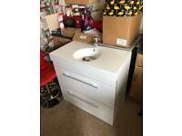Large vanity unit n sink odd mark £75 no tap to clear