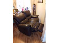 2 SEATER LEATHER RECLINING SOFA - FREE TO COLLECT