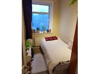 Single room in SW16 Norbury (Streatham area, Zone 3) 5 mins walk from train station.