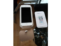 Apple iPod Touch 6th Generation 64GB + iPhone Lightning Dock - Gold