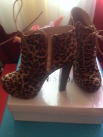 Size 5 Leopard skin style shoes.