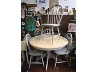 Gorgeous round dining table and 4 chairs