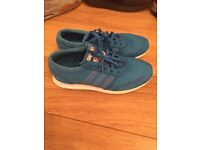 Boys Los Angeles ADIDAS trainers size 5 1/2 blue excellent condition