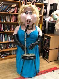 6ft Miss Piggy figurine