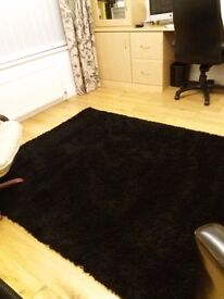Rug 7 ft by 5 ft 6 inch approximately