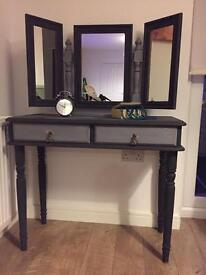 Elegant solid retro-chic dressing table and mirror in chalk graphite finish